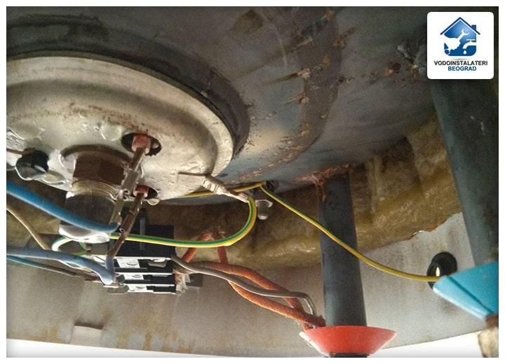 curenje-vode-iz-bojlera-vodoinstalateri-beograd-tim