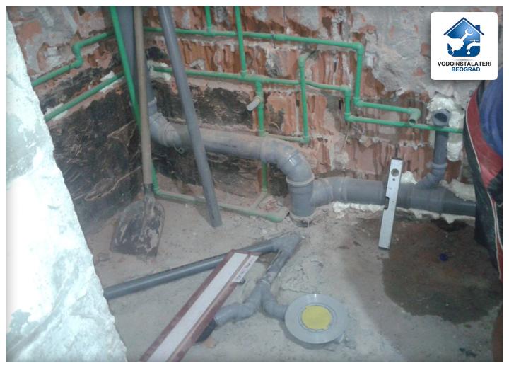 adaptacija kupatila - ugradnja vodovodne instalacije - pre i posle