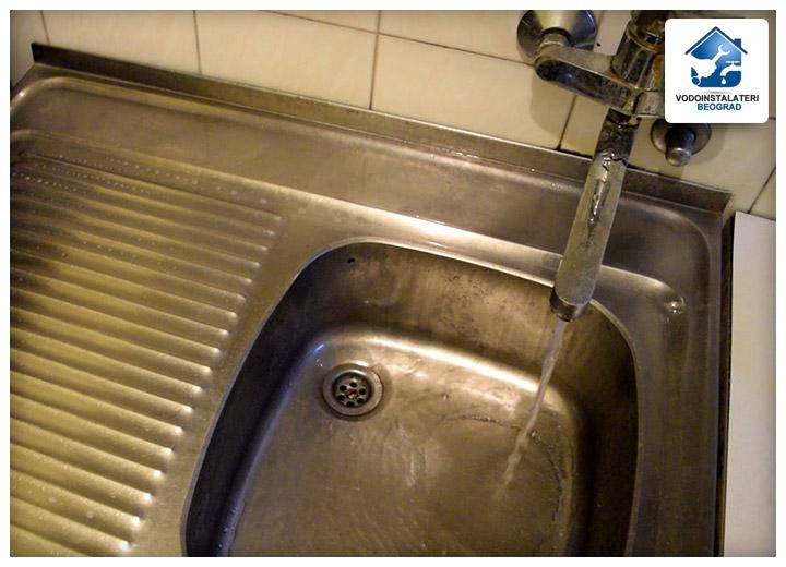 Normalno funkcionisanje sudopere nakon mašinskog odgušenja - Vodoinstalateri Beograd Tim